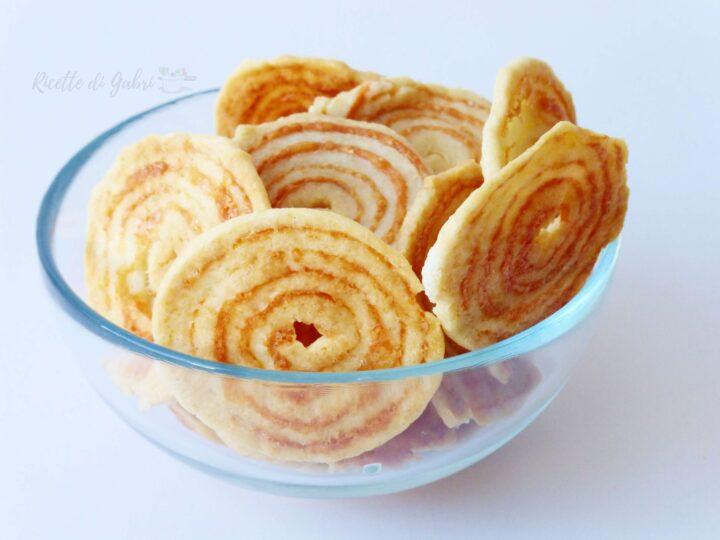 biscotti salati al parmigiano ricetta medalhao medaglioni brasiliani spirale girelle salate