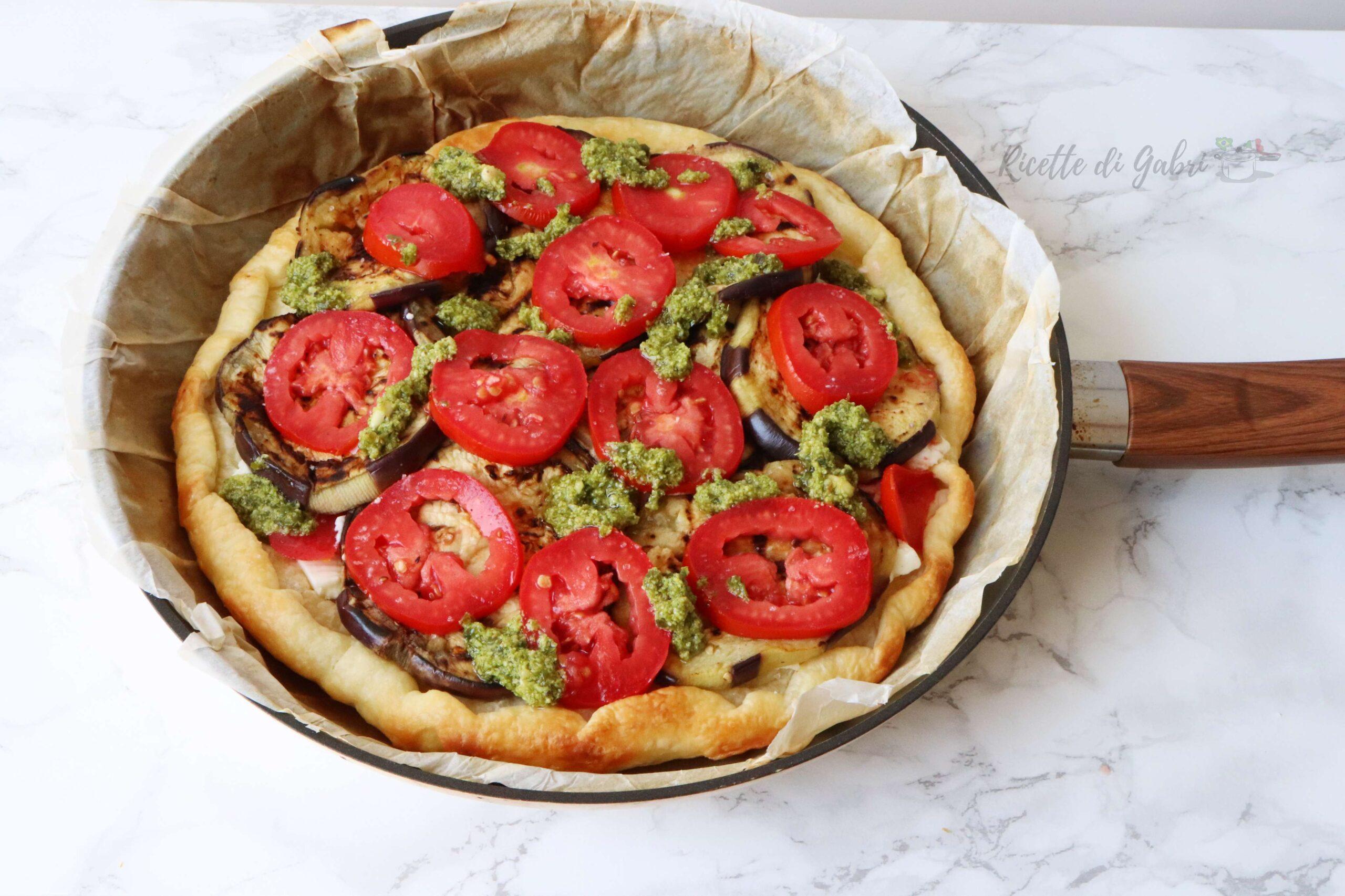 torta salata con pasta sfoglia cotta in padella ricetta facile di gabri melanzane pomodori pesto