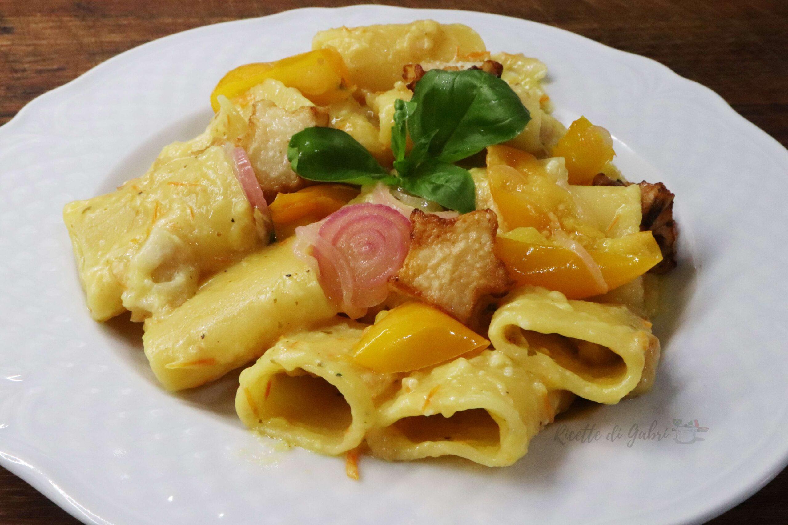 pasta cremosa con melanzane pomodorini gialli e pecorino ricetta facile veloce e sfiziosa di gabri paccheri ricette